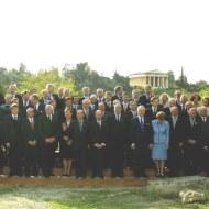 """... Ἡ ἒνταξη της Κύπρου στην Εὐρωπαϊκή Ἒνωση που διεκπαιρεώθηκε στην Ἀθῆνα, της Ἑλλάδος. Ἡ μεγαλύτερη διεύρυνση που """"δέκτηκε"""" ποτέ ἡ ἒνωση αὐτή και ἡ ὁποῖα ὃπως την DOCUMENTA 14 ἀποφασίστηκε να γίνει στην Ἀθῆνα, το λίκνο της """"δημοκρατίας"""". ."""