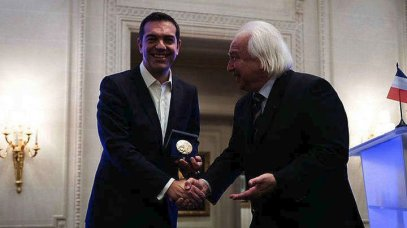 2017.11.23 - Tsipras Τσίπρας - receives - POLITICAL COURAGE - ΠΟΛΙΤΙΚΟΣ ΣΘΕΝΟΣ - Award - by lawyers, Paris - Παρίσι, βραβειο δικηγόροι