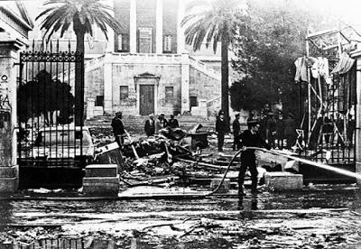 ΠΟΛΥΤΕΧΝΕΙΟ 1973 - Η ΠΥΛΗ - ἒπειτα καθαρίζεται ...